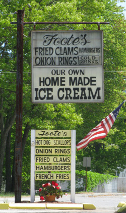 Foote's Fried Clams sign on highway A1 in Salisbury
